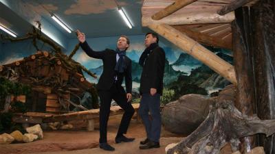 Chinese delegatie inspecteert reuzenpandaverblijf Pandasia in Rhenen