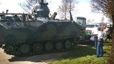 Foto van pantservoertuig YPR   Min. Defensie