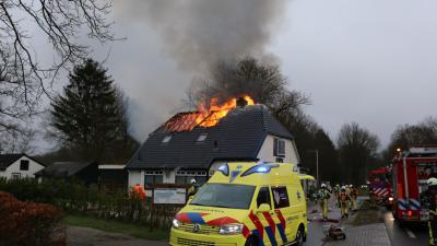 Brandweer blust brand in restaurant De Paap