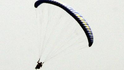 Paragliders gewond na crash in duinen Zoutelande