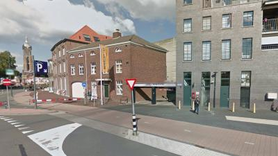 23-jarige man uit Roermond dood aangetroffen bij ingang parkeergarage