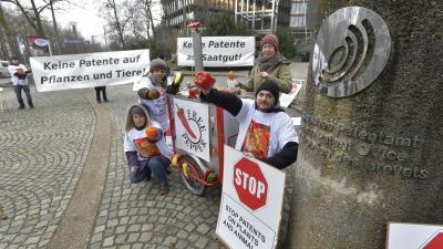 Foto van protest bij octrooibureau | Quelle / Falk Heller