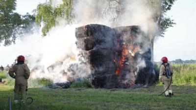hooibalen in brand