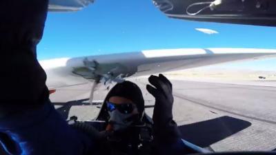 Piloot filmt hoe hij ontsnapt aan onthoofding