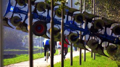 ploeg-tractor-fietspad