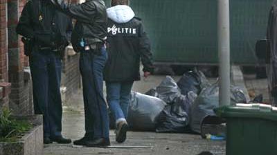 Foto van agenten bij woning | Archief EHF