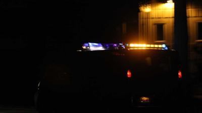 Foto van politiebusje met zwaailicht in donker | Archief EHF
