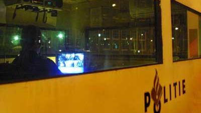 Foto van politie in container toezicht   Archief EHF
