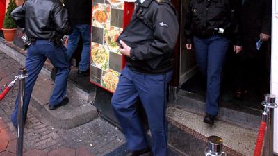 Foto van inval politie hotel | Archief EHF