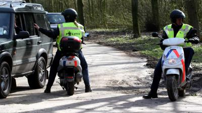 politie-scooter-bos
