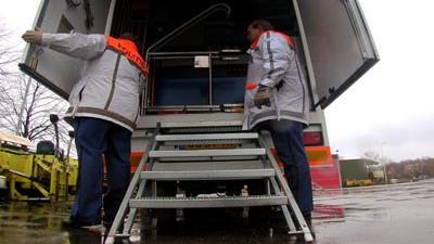 Foto van politie bij vrachtwagen   Archief EHF