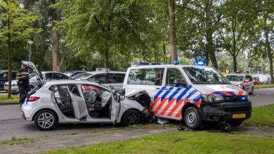 Politie rijdt auto klem na achtervolging