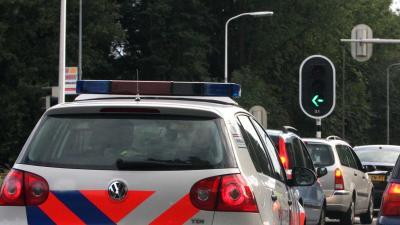 Gewonde na botsing politieauto tegen personenauto