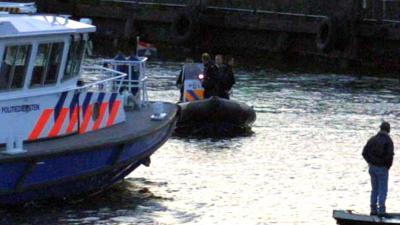 Politie haalt stoffelijk overschot man uit water Heysehaven