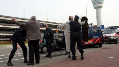 Extra zware controles op Schiphol om 'signaal' over terreurdreiging