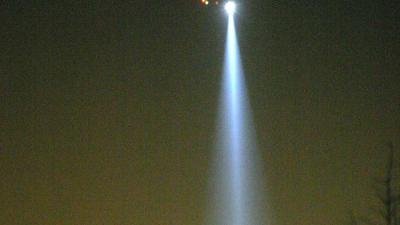 Politiehelikopter donker zoeklicht