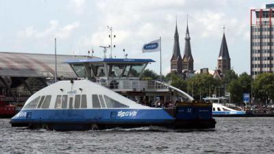 Twee gewonden bij aanmeren pont Amsterdam