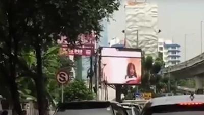 Harde porno op billboard verrast publiek in Zuid-Jakarta