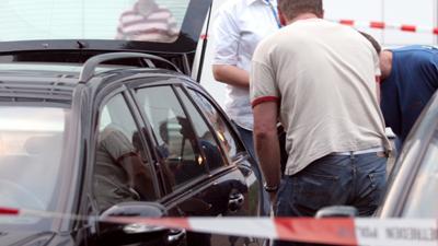 Foto van recherche tijdens onderzoek bij auto | Archief EHF
