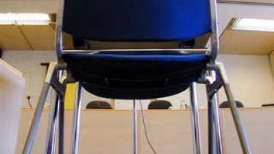 Foto van stoel van verdachte in rechtbank | Archief EHF