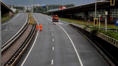 snelweg-afgesloten-regenval