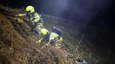 rieten-dak-brandweermannen