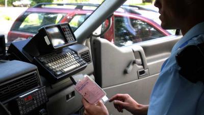 Foto van verkeerscontrole politie rijbewijs | Archief EHF