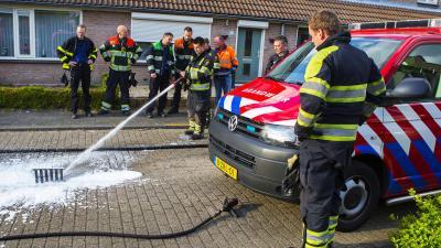 Brandweer en gemeente Best hebben het maar druk met stikend riool