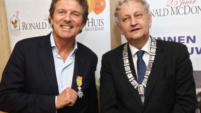 foto van eerste koninklijke onderscheiding   AMC