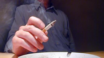 Foto van sigaret rokende man   Archief EHF