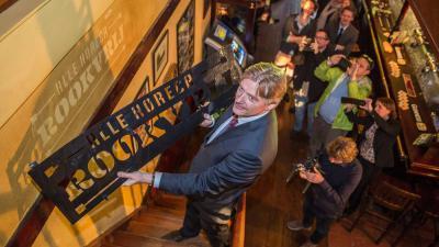 Van Rijn geeft aftrap voor campagne 'Alle horeca rookvrij'