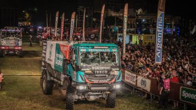 Team De Rooy opent Dakar 2017 met drie trucks in top 10