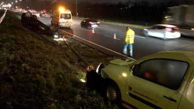 Auto op zijn kop bij ongeval op N2 bij Eindhoven