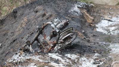 Foto van verbrande heide en scooter