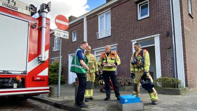 Brandweer in overleg bij accu