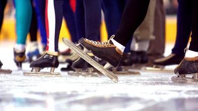 Foto van schaatsers op kunstijs | Archief EHF
