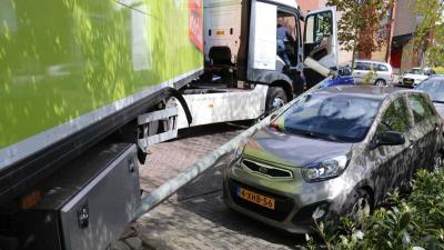 Vrachtwagenchauffeur neemt bocht iets te krap