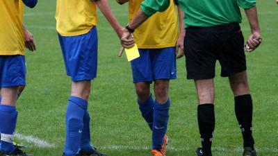 Scheidsrechters Nederlandse competitie krijgen ook spuitbus met witte spray