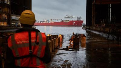 Pijpenlegger succesvol gedoopt en te water gelaten op de werf in Krimpen aan den IJssel