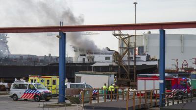 Grote brand op schip in Rotterdamse haven