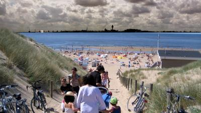 Bewoners willen Schiphol alleen uitbreiden met banen in zee