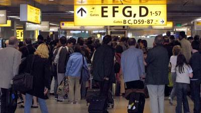 Foto van passagiers op Schiphol | Archief EHF