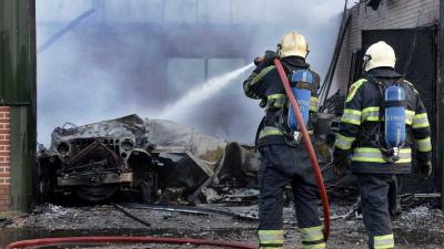 Foto van brandweer bij schuurbrand   Aneo Koning   www.fotokoning.nl