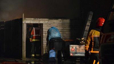 Uitslaande brand in aanbouw achter woning Oude Pekela