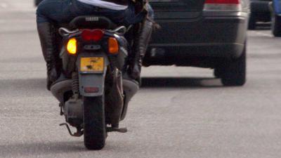 Twee doden en een zwaargewonde na botsing scooter met motor