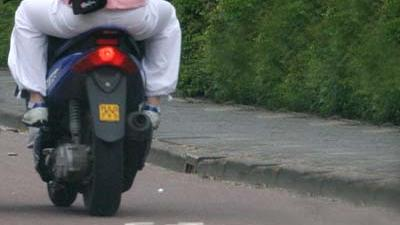 Foto van scooter op fietspad   Archief EHF