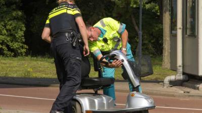 Scootmobiel omver gereden door scooter