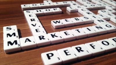 Hoe online en offline reclame elkaar versterken