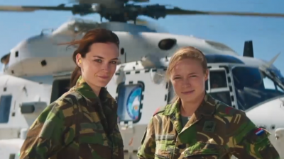 twee militaire dames