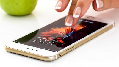 smartphone-hand